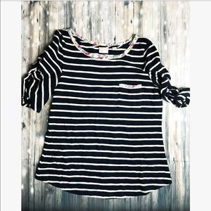 Anthropologie • 9 H15- large stripped blouse